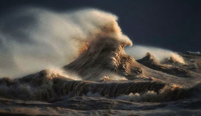 the-freak-liquid-mountains-of-lake-erie-5__880